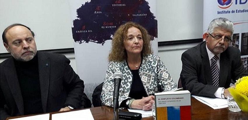Se presentó libro de la académica Elvira Valenzuela Vilá que aborda el conflicto armado colombiano